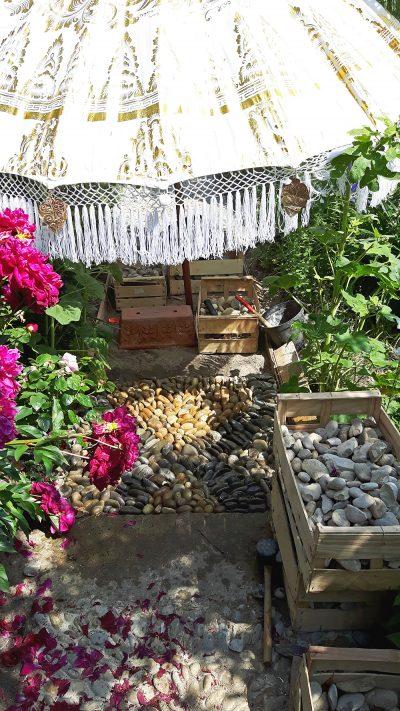Sleipnir als Gartenwegmosaik nimmt Formen an