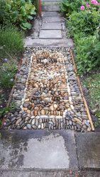 Der fertige zweite Tepich als Gartenweg Mosaik